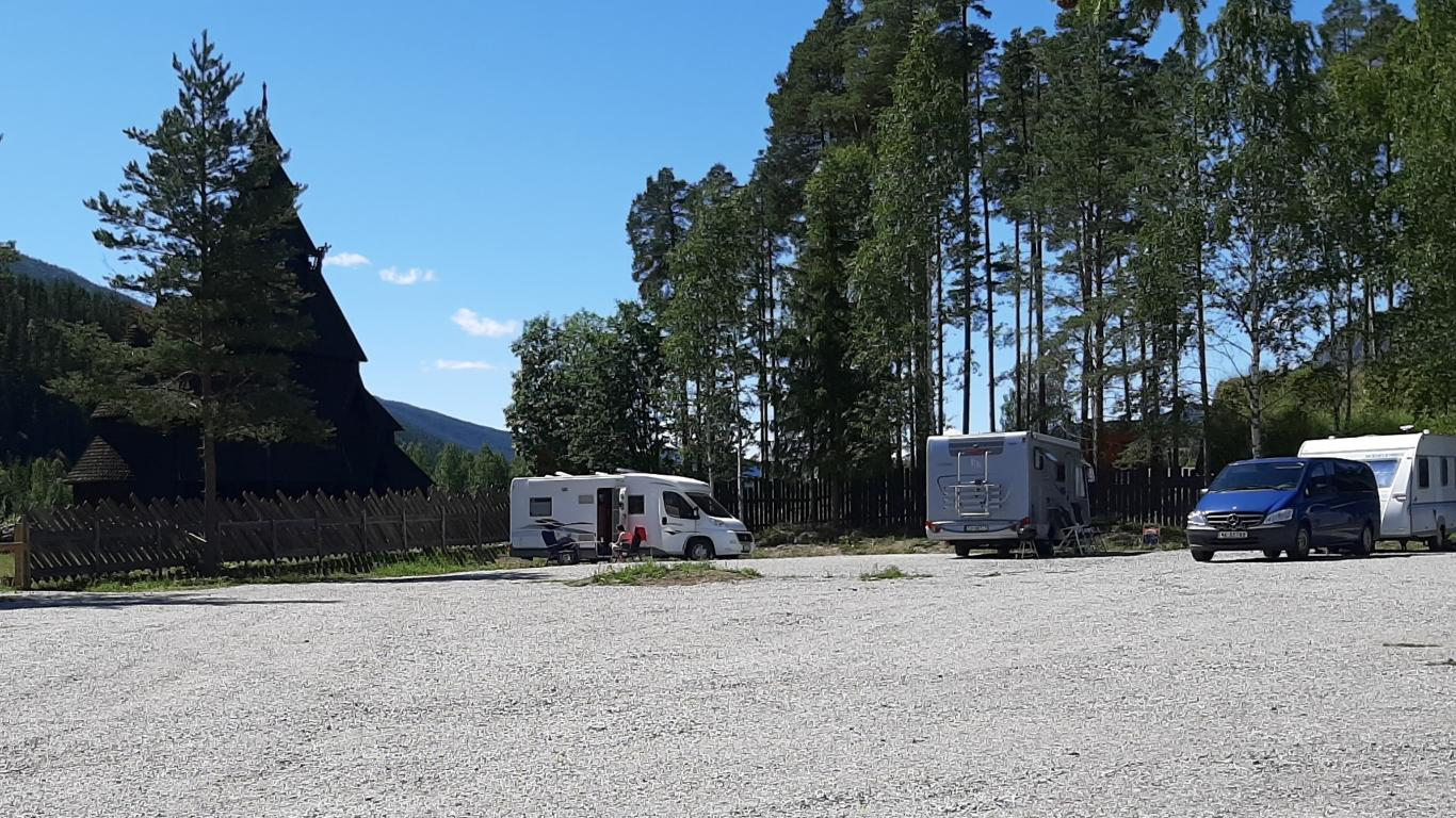 Motorhome parking, motorhome camping, motorhome camp in Gol center. Park the motorhome in the center of Gol for one or more nights. The car park is next to Gol Stave Church in Gordarike. The park shop is open at 09.00-18.00 until 9 August.