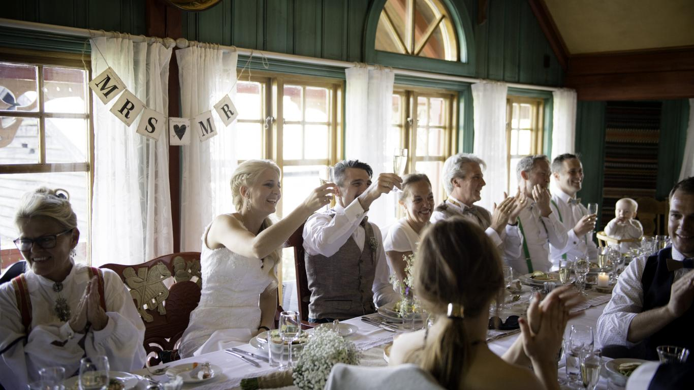 Wedding party at Eventyrgarden in Hemsedal. In the farmers' house at Husotunet, many choose to marry the mountain farm. Get an offer.