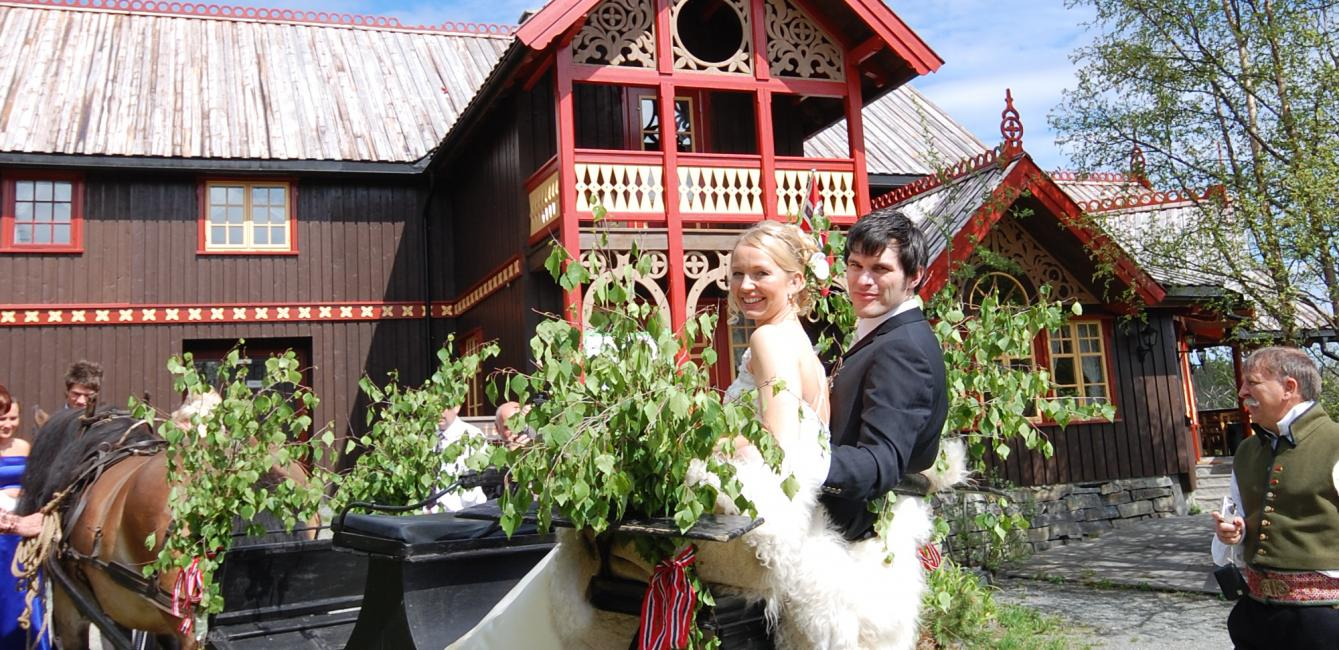 Mountain Wedding - Go by horse and buggy to the Adventure Garden
